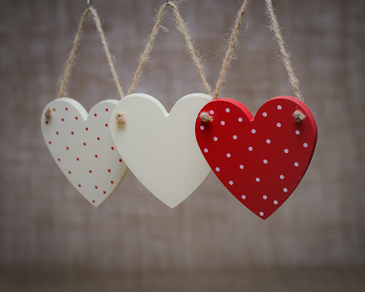 Set Of 3 Wooden Hearts By 1 Paper Bag