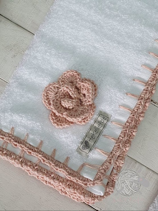 "Burb cloth "" Spoegdoek"" with Applique by Hekelliefde"