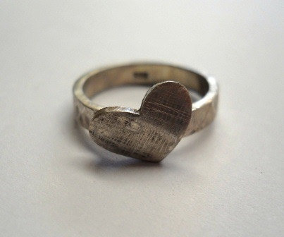 Rustic heart ring  by thula