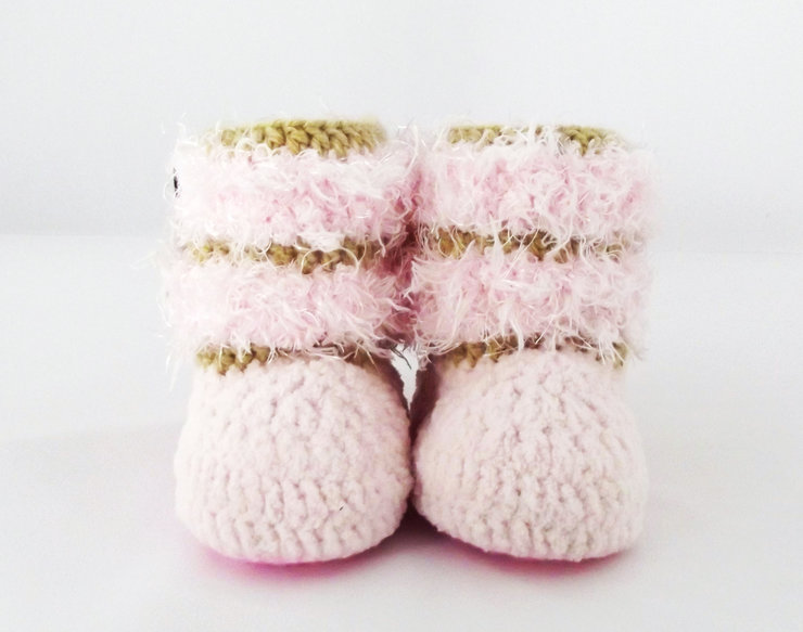 Crochet Pattern: Furry Winter Boots by Crayons