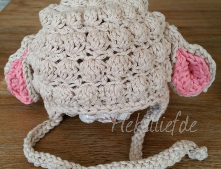 Crochet lamb beanie in Beigh by Hekelliefde