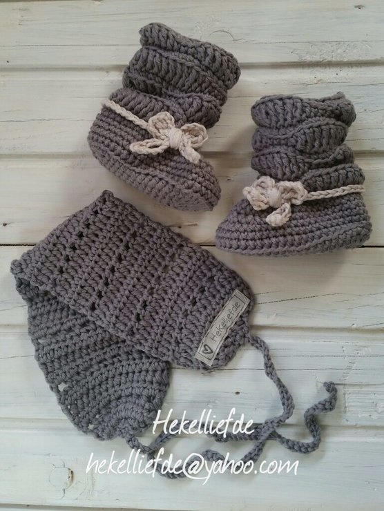SLOUCH BOOTIES WITH HEADWARMER SET by Hekelliefde
