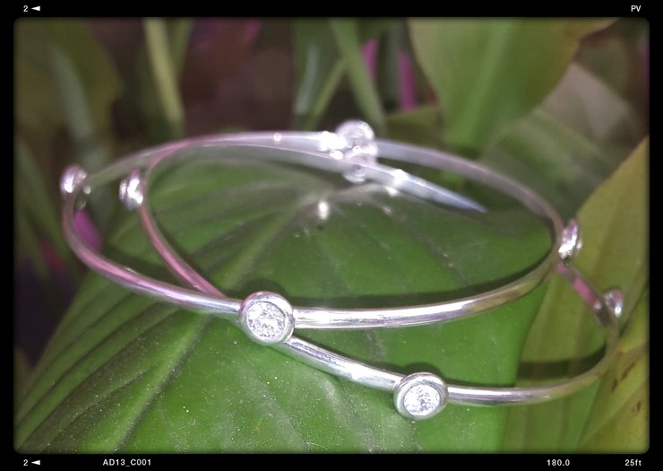 Doughnut bangle by Isis