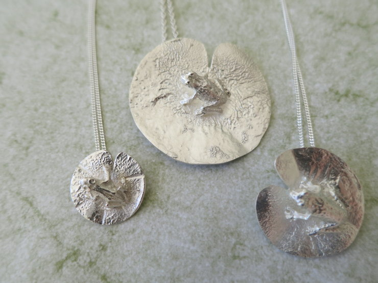 Frogs on a Lily Leaf by Artistic925Jewellery