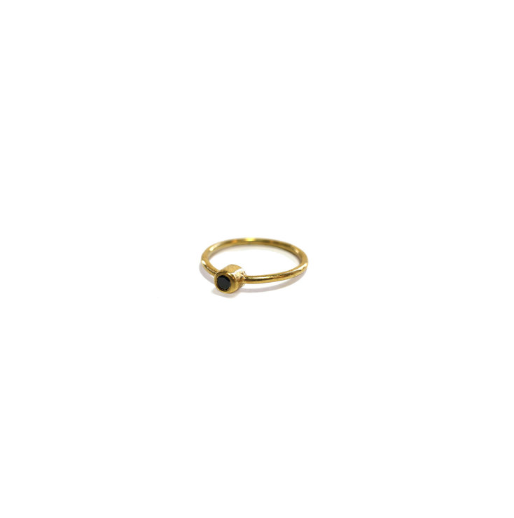 Gold Solitaire ring by Meraki Jewellery Design