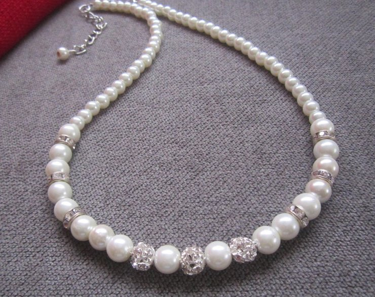 374b797248b83 White or Ivory Pearl Choker Necklace - Silver