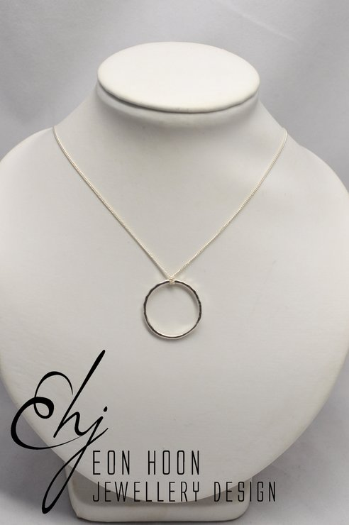 Silver circle necklace by Eon Hoon Jewellery Design