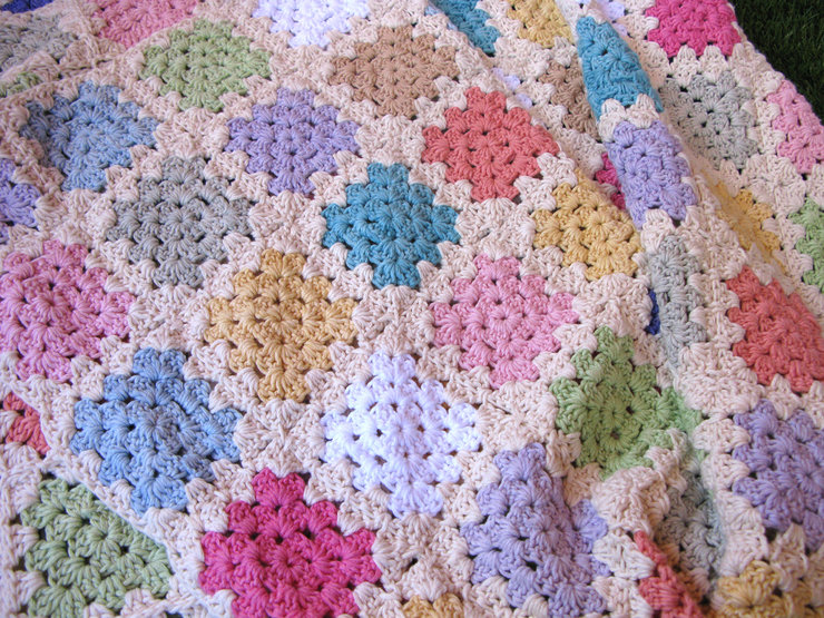 85d6db312554 The Daisy.  Pastel Coloured Granny Square Blanket