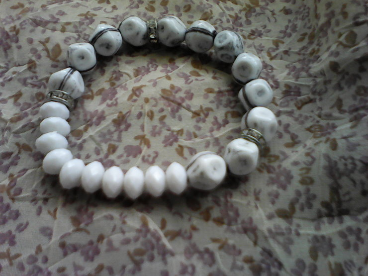 White and black strech bracelet with fancy metal rings by Artisfi Creations