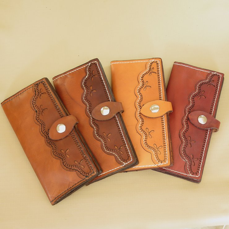 Womens leather wallet by Safarileatherco