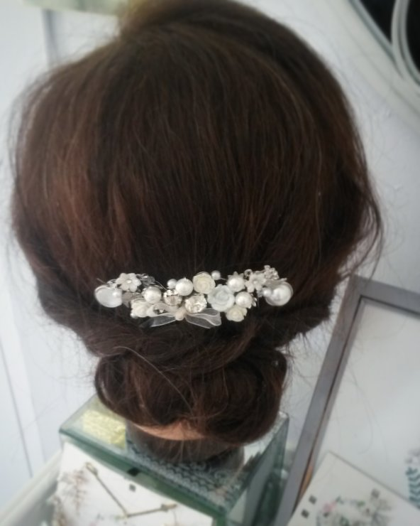 Antique white floral hair comb by CS Bridal Hair Jewellery
