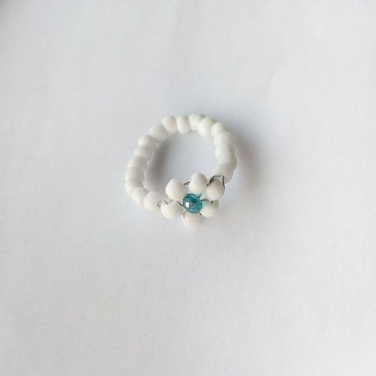 White bead ring by S.Accessory