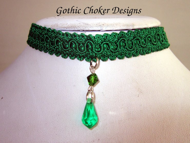 0111301a7c857 Green choker with crystal