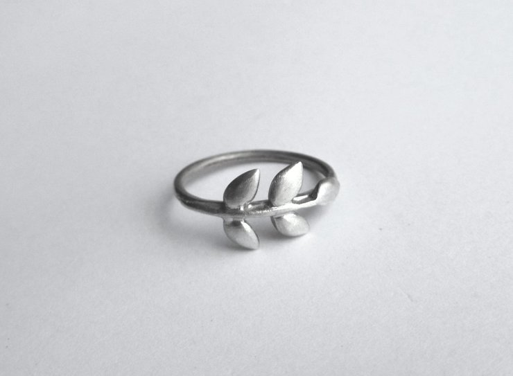 Olive branch/wreath silver ring by Forever Love