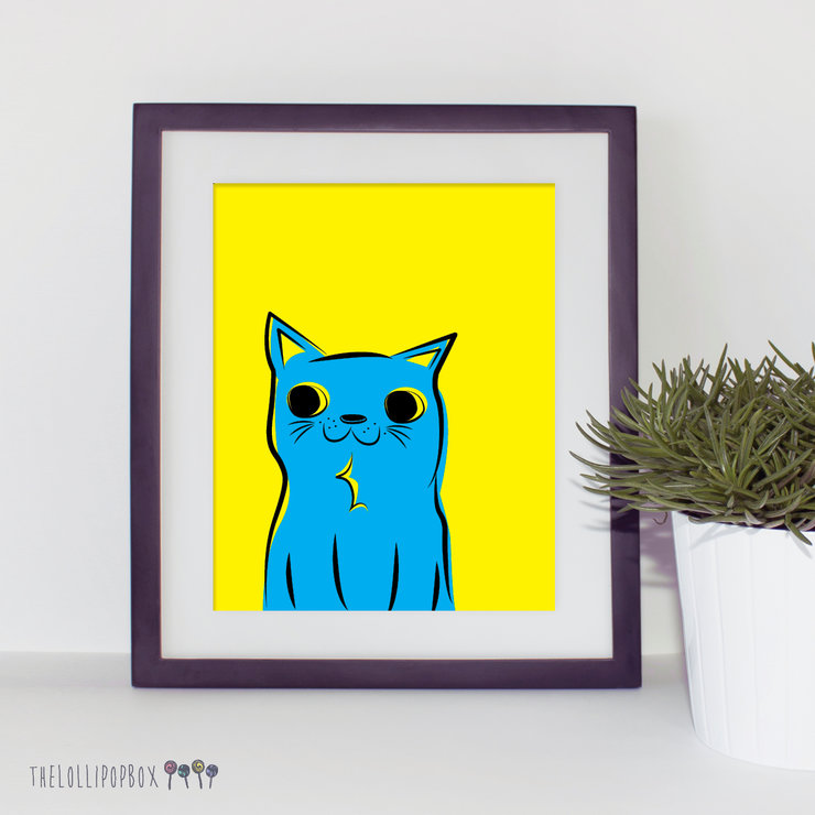 Kitty Kat (yellow/blue) by the lollipop box