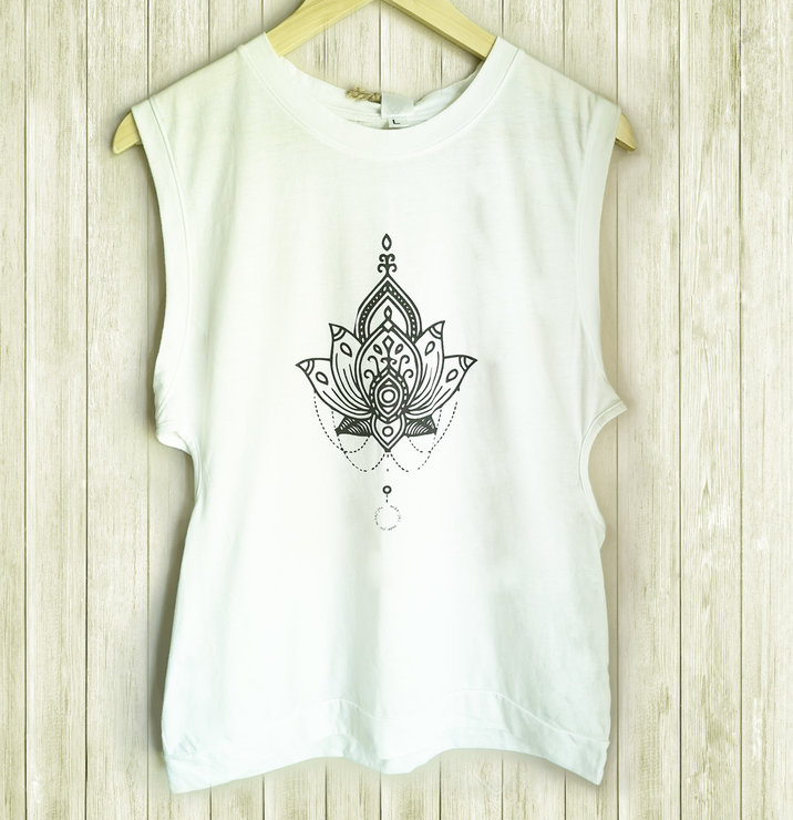 Zenlily T-shirt by Manjai