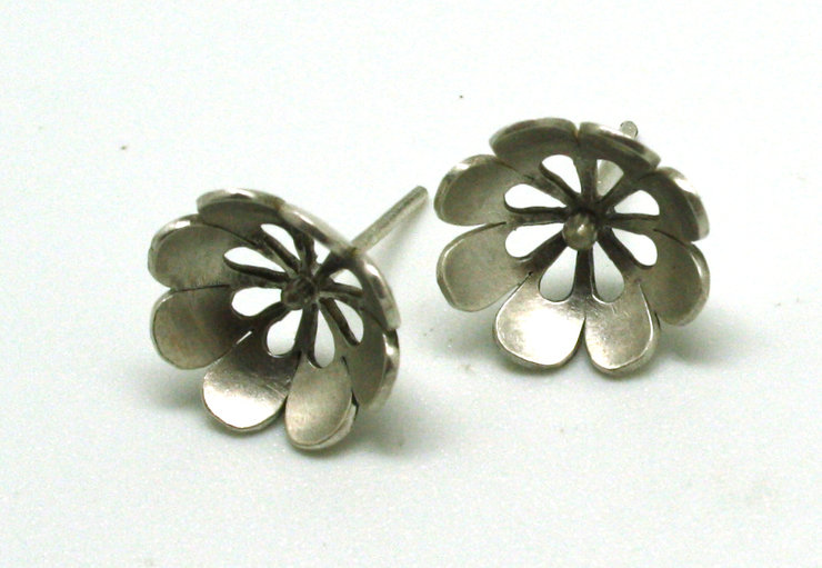 JE12/01 Sterling silver small domed flower studs by Maryse Castel Creations