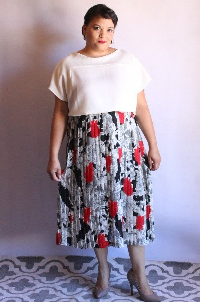 ed4ed597c Black & white pleated skirt with red rose print | Hello Pretty. Buy ...