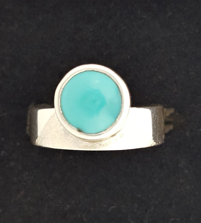 HANDCRAFTED STERLING SILVER RING by Ri Jewellery