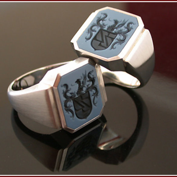 18ct reverse Full coat of Arms HAND Engraved by The Master Hand Engraver F.I.P.G.